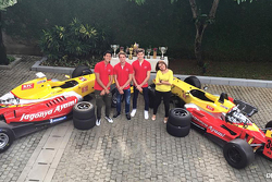 Equipo Carlin, with Tom Dillmann