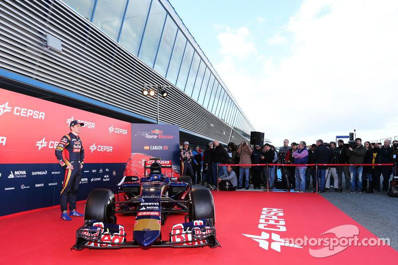 Max Verstappen ve yeni Scuderia Toro Rosso STR10 aracı