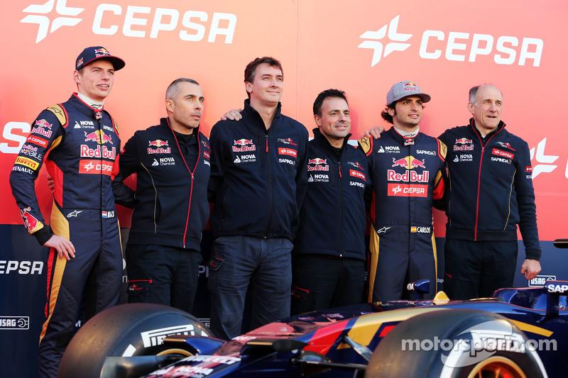 Der Scuderia Toro Rosso STR10 wird enthüllt: Max Verstappen, Scuderia Toro Rosso; Paolo Marabini, Sc