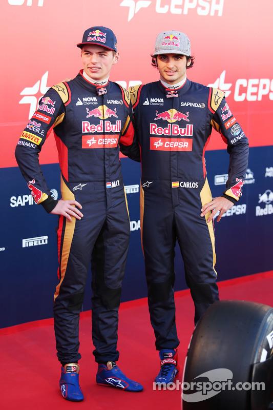 (da sinistra a destra): Max Verstappen, Scuderia Toro Rosso con il compagno di squadra Carlos Sainz