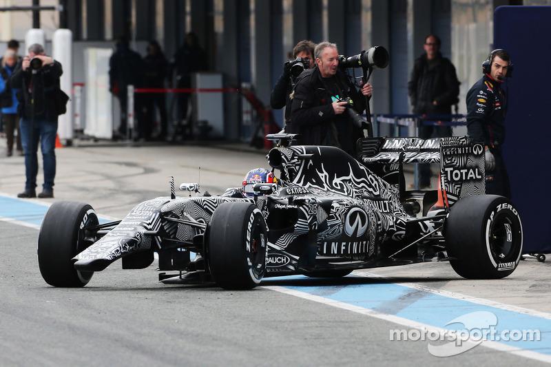 Daniil Kvyat, Red Bull Racing RB11, fährt ohne Frontflügel