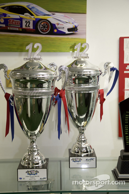 Sebring 12 Horas troféus no 8Star Motorsports workshops