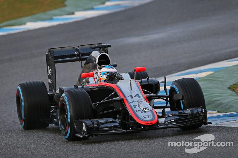 Fernando Alonso, McLaren MP4-30, fährt mit Messgeräten an der Frontpartie