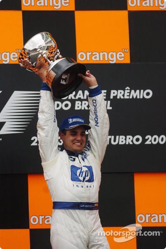 Podium : le vainqueur Juan Pablo Montoya fête sa victoire