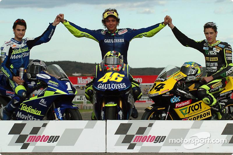 Foto de los campeones con Dani Pedrosa y Andrea Dovizioso