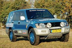 Team de Rooy presentation: the service Mitsubishi Pajero 4x4