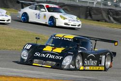 La Pontiac Riley n°10 du SunTrust Racing (Wayne Taylor, Max Angelelli, Emmanuel Collard)