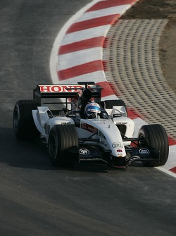 Anthony Davidson tests the new BAR Honda 007