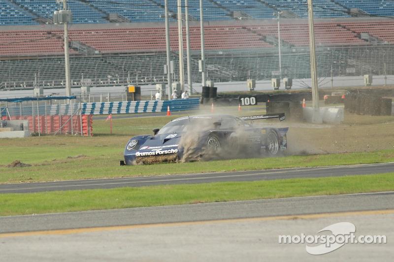 La Brumos Racing Porsche Fabcar (Tim Vargo, Josh Vargo, Jake Vargo, Brady Refenning) en difficulté