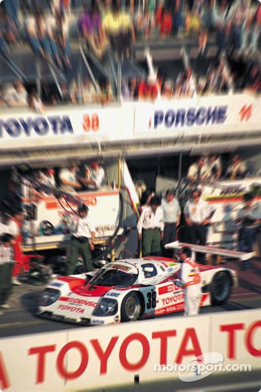 1990 год. Экипаж Пьер-Анри Рафанеля, Роланда Раценбергера и Наоки Нагасаки, Toyota 90C-V