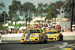 #65 Porsche 911 Carrera RSR of Karl-Heinz Wlazik, Ulli Richter, Dirk Ebeling leads a Venturi