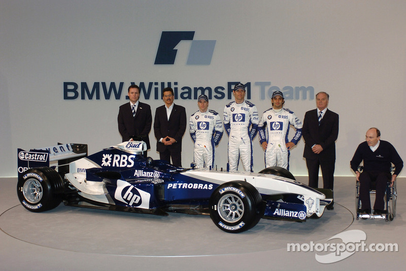 Sam Michael, Dr Mario Theissen, Nick Heidfeld, Mark Webber, Antonio Pizzonia, Patrick Head and Frank Williams with the new Williams BMW FW27
