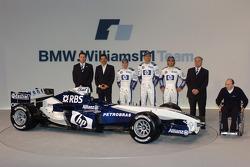 Sam Michael, Dr Mario Theissen, Nick Heidfeld, Mark Webber, Antonio Pizzonia, Patrick Head and Frank Williams with the new Williams BMW FW27