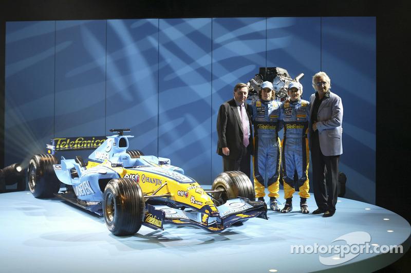 Патрік Фор, Фернандо Алонсо, Флавіо Бріаторе, Джанкарло Фізікелла та новий Renault R25