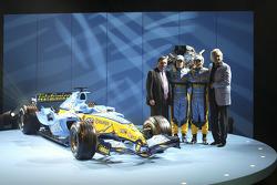 Patrick Faure, Fernando Alonso, Flavio Briatore and Giancarlo Fisichella with the new Renault R25