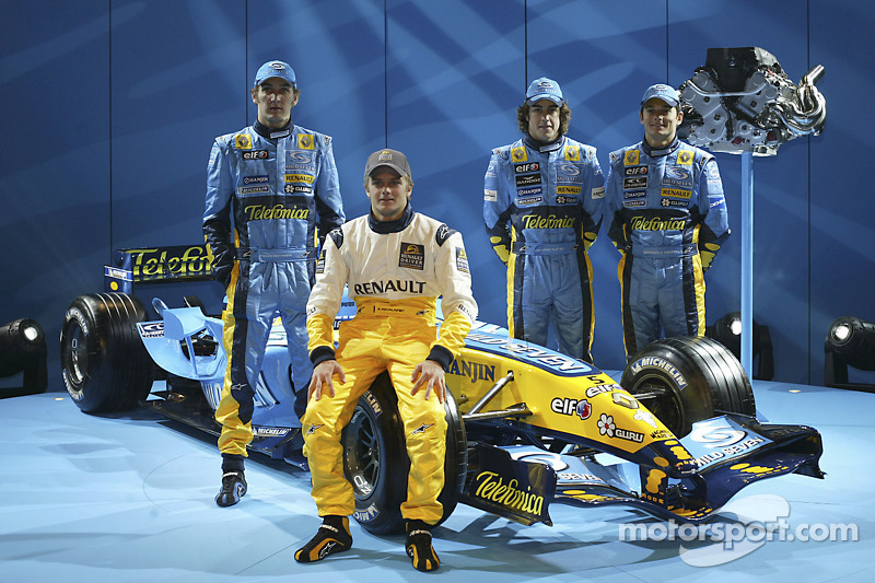 Franck Montagny, Heikki Kovalainen, Fernando Alonso and Giancarlo Fisichella with the new Renault R25