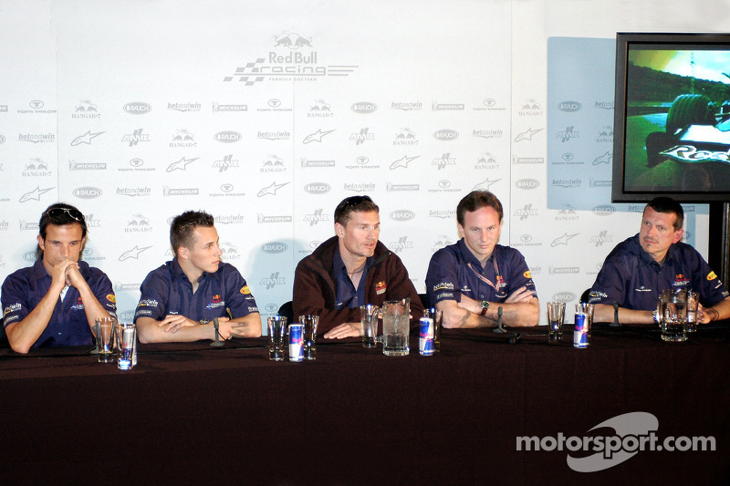 Red Bull Racing: Vitantonio Liuzzi, Christian Klien, David Coulthard, Christian Horner y Guenther Steiner