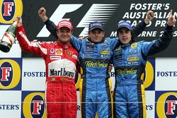 Podio: ganador de la carrera Giancarlo Fisichella, Renault, segundo lugar Rubens Barrichello, Ferrar