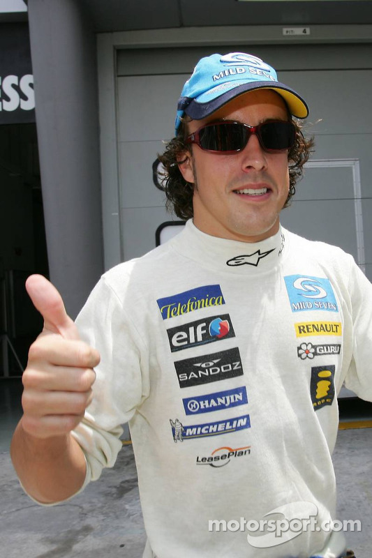 Fernando Alonso celebra la pole provisional