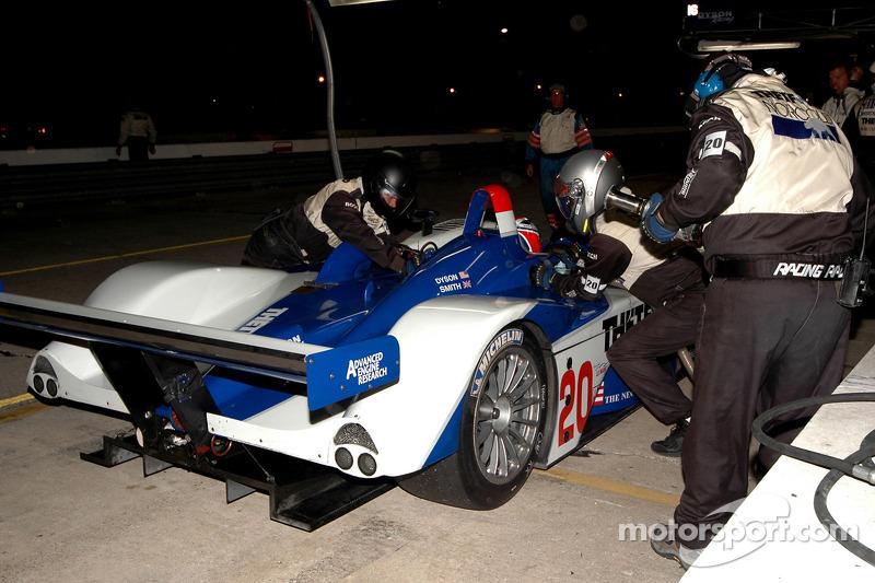 La Lola EX257 AER (Chris Dyson, Guy Smith) dans les stands
