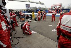 Mechanics ready for pitstop