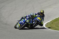 Valentino Rossi and Sete Gibernau battle