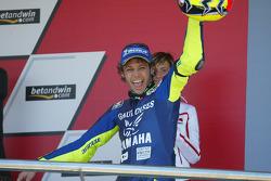 Podium: Sieger Valentino Rossi feiert