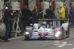 Hayanari Shimoda leaves the pitlane after the final stop to maintain the lead in the Zytek Motorsport 04s