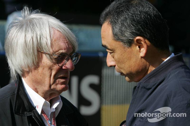 Bernie Ecclestone with Bridgestone's Hiroshi Yasukawa