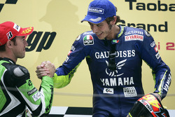 Podium: race winner Valentino Rossi with Oliver Jacque