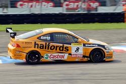 Victory for #8 car of Team Halfords Honda Integra driver Dan Eaves in race 1