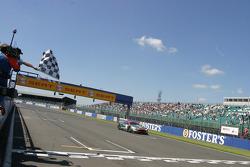 #29 Aston Martin Aston Martin DBR9: Pedro Lamy, Peter Kox takes the checkered flag