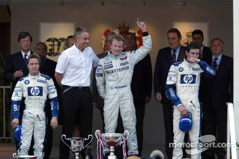 Podio: ganador de la carrera Kimi Raikkonen con Nick Heidfeld y Mark Webber
