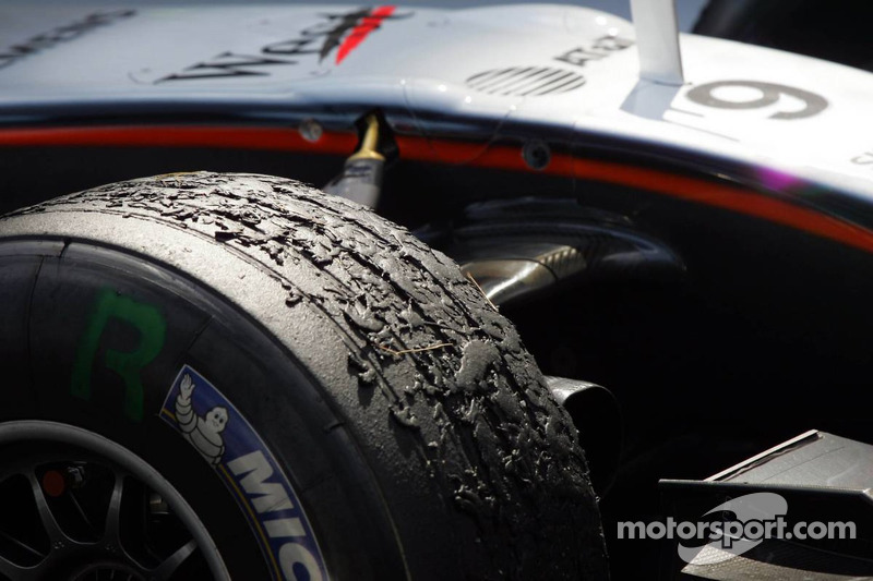 Tire wear on the McLaren of Kimi Raikkonen