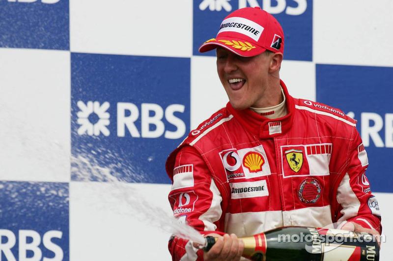 Podio: champagne para Michael Schumacher segundo lugar