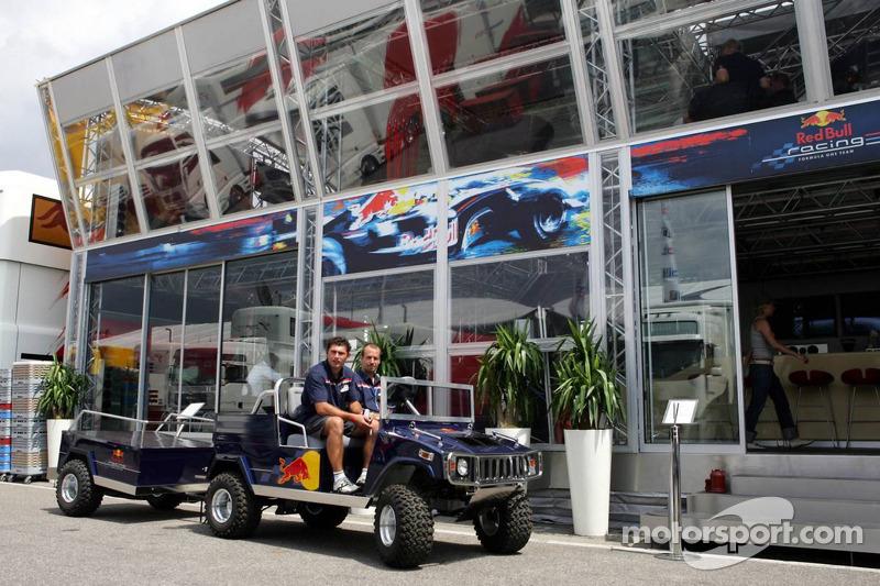 Un mini Hummer en Red Bull Racing