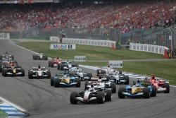 Start: Kimi Raikkonen leads the field