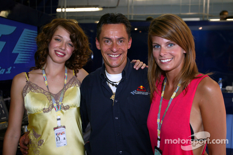 Un miembro del equipo Red Bull Racing feliz