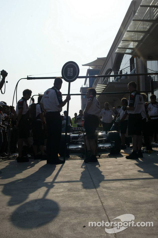 Pitstop practice at BAR-Honda