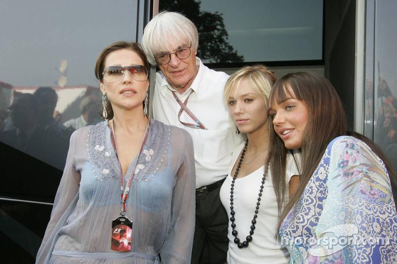 Bernie Ecclestone con esposa Slavica y sus hijas Petra y Tamara