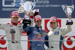 Podio: ganador de la carrera Neel Jani, con Nico Rosberg y Giorgio Pantano