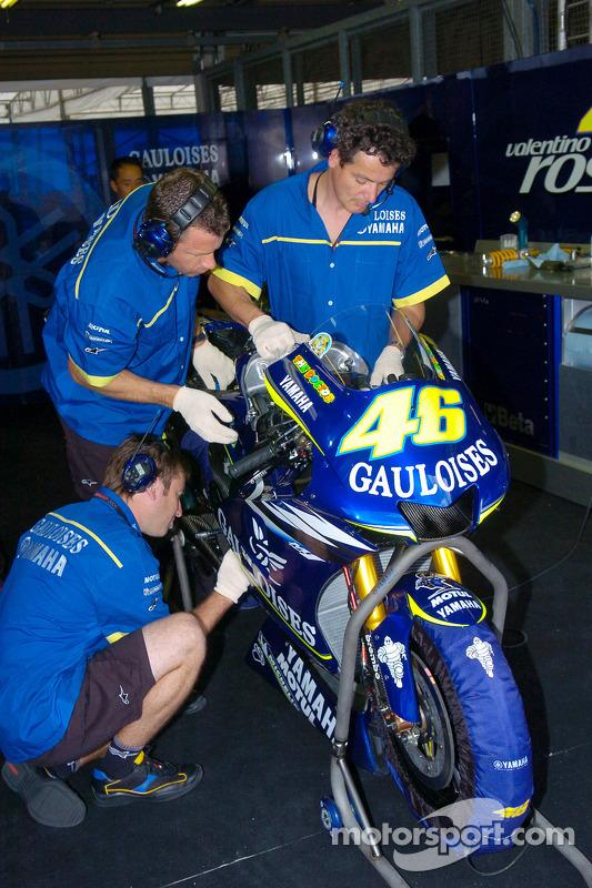 Gauloises Yamaha miembros del equipo en el trabajo