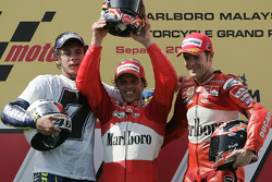 Podium: race winner Loris Capirossi with Valentino Rossi and Carlos Checa