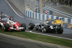 Start: Antonio Pizzonia spins out of control while Jarno Trulli tries to avoid him