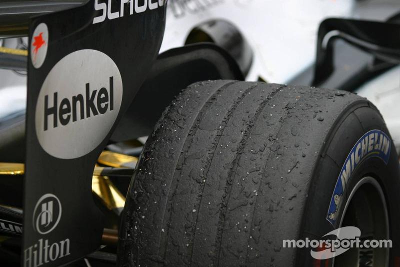 2005 também foi o penúltimo ano com fabricantes de pneus distintas (na época, Michelin e Bridgestone). De 2007 para cá, a categoria conta com só um fornecedor.