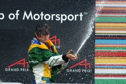 Podium: champagne voor Nelson A. Piquet