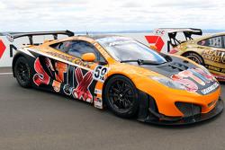 #59 McLaren MP4-12C: Tony Quinn, Klark Quinn, Kevin Estre