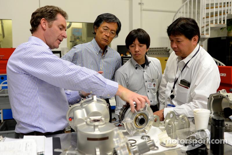 Ingenieure mit dem Nissan GT-R LM NISMO