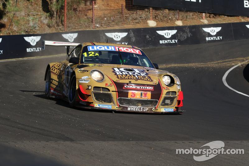 #12 Porsche GT3 R: David Calvert-Jones, Patrick Long, Chris Pither in Schwierigkeiten