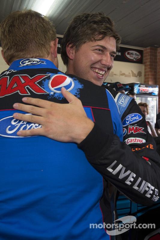 Chaz Mostert, Prodrive Racing Australia Ford comemoram a volta mais rápida nos testes